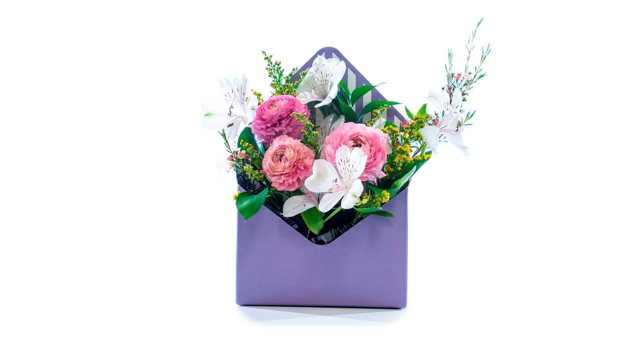 Кутия плик със сезонни цветя
