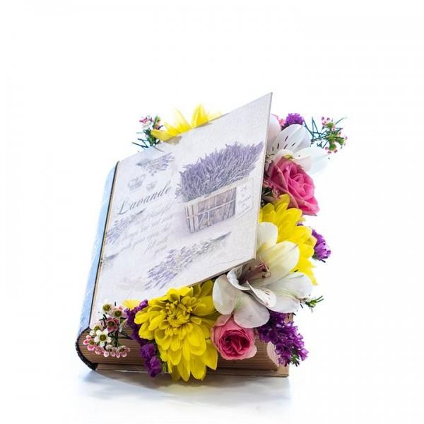 Кутия книга с цветя